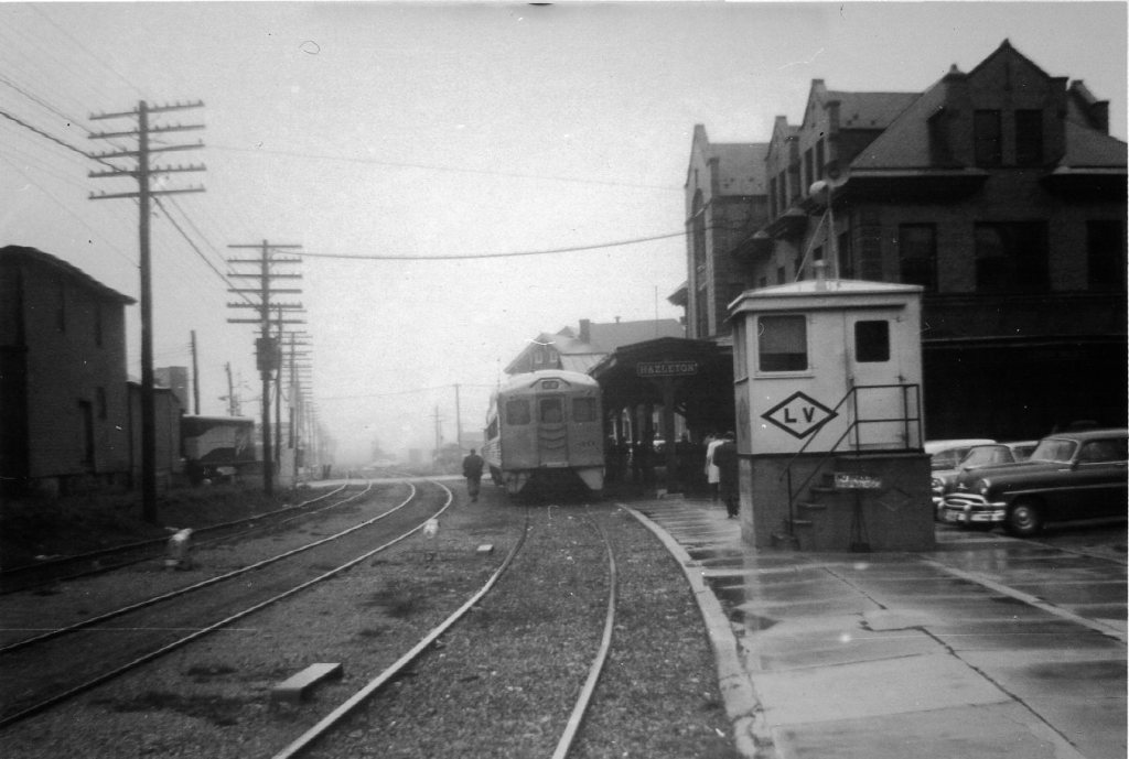 Loading selected catalog image...